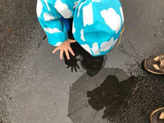 旗当番・旗振り当番雨の日の傘は使用禁止?雨カッパを最安値で用意しておこう!